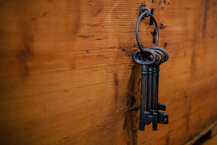 Keys hanging up - Silas Kohler (Unsplash)